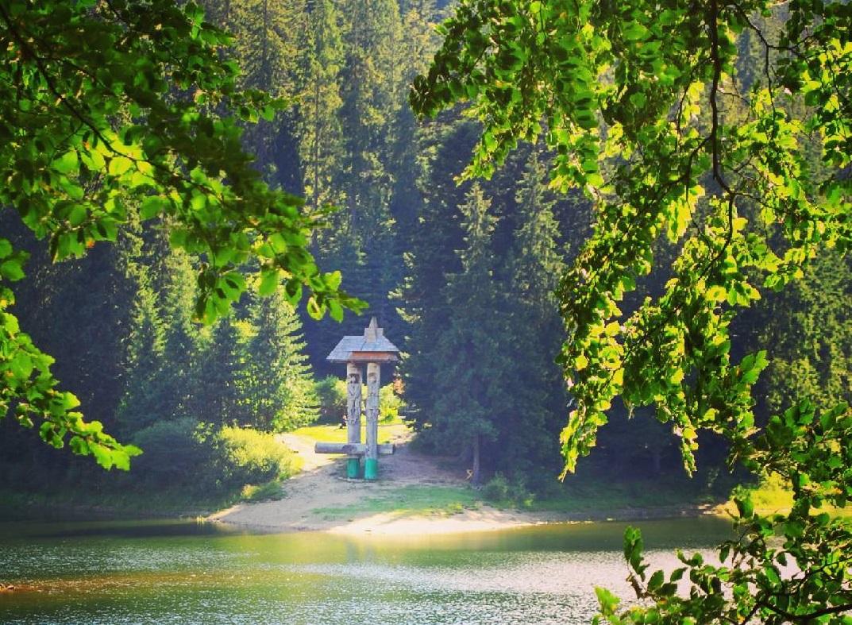 Озеро Синевир та водоспад Шипіт